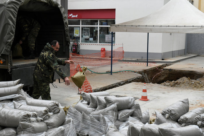 Σκηνές πολέμου για τη μεγαλύτερη εκκένωση ελληνικού χωριού εν καιρώ ειρήνης - εικόνα 4