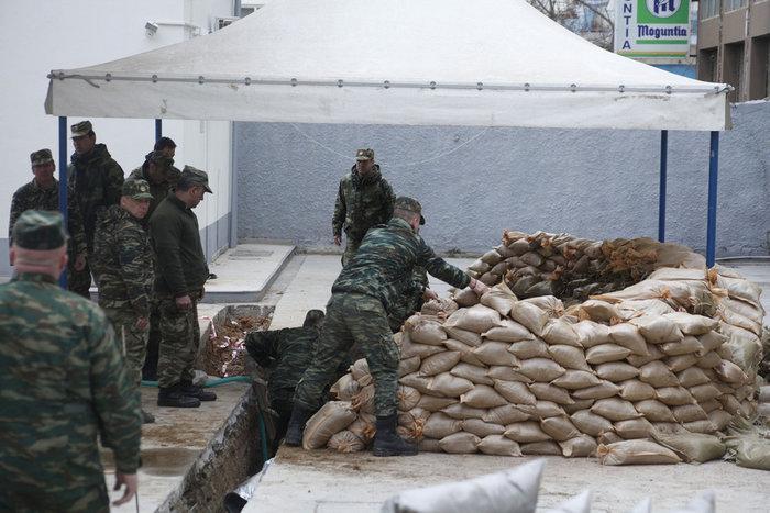 Σκηνές πολέμου για τη μεγαλύτερη εκκένωση ελληνικού χωριού εν καιρώ ειρήνης - εικόνα 7