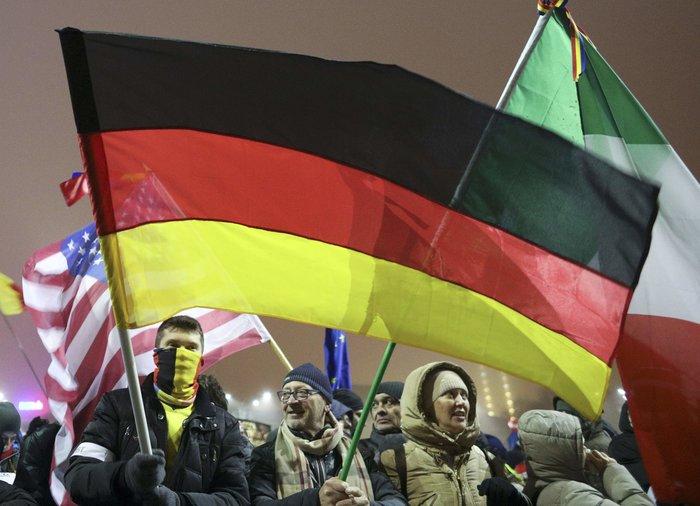 Χιλιάδες διαδηλώνουν κατά της κυβέρνησης στο Βουκουρέστι