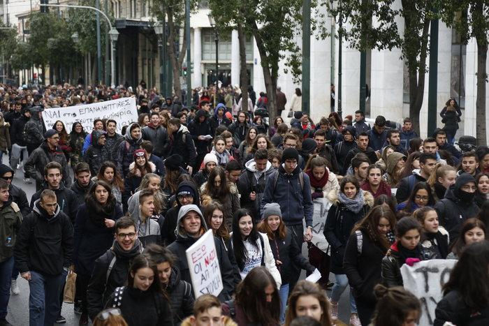 Ενταση στο μαθητικό συλλαλητήριο στην Αθήνα - εικόνα 2