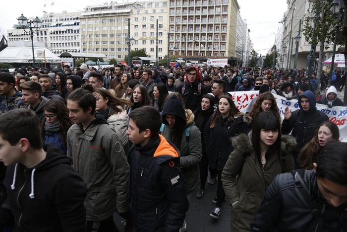 Ενταση στο μαθητικό συλλαλητήριο στην Αθήνα - εικόνα 3