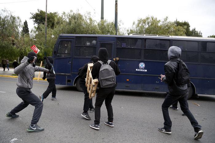 Ενταση στο μαθητικό συλλαλητήριο στην Αθήνα - εικόνα 8