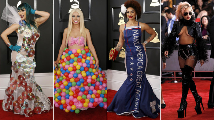 Το κιτς έχει την τιμητική του στο κόκκινο χαλί. Πρώτη από δεξιά η Lady Gaga και δεύτερη η Joy Villa με την ... αντί Τραμπ τουαλέτα