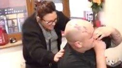 Η πρόταση γάμου στην καλή του ήταν σε τατουάζ στην πλάτη του