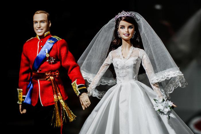 Η νύφη Κέιτ και ο γαμπρός Γουίλιαμ έγιναν κούκλες Barbie [Εικόνες] - εικόνα 2