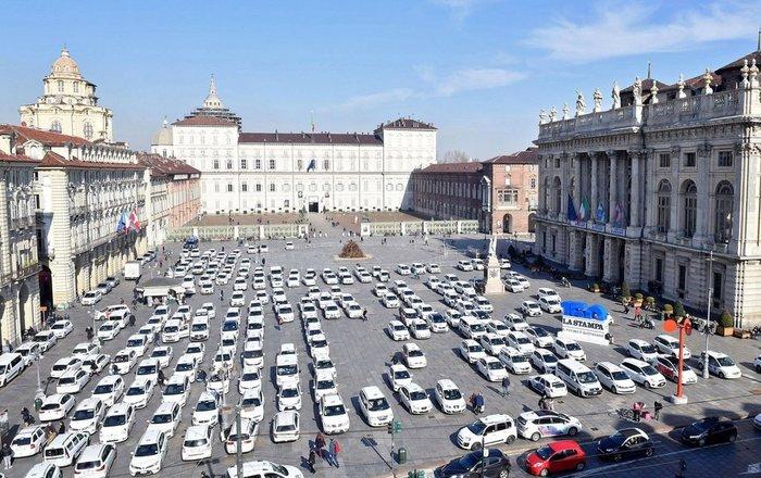 Τα ταξί παρέλυσαν τη Ρώμη, διαμαρτυρία κατά της εφαρμογής Uber - εικόνα 2