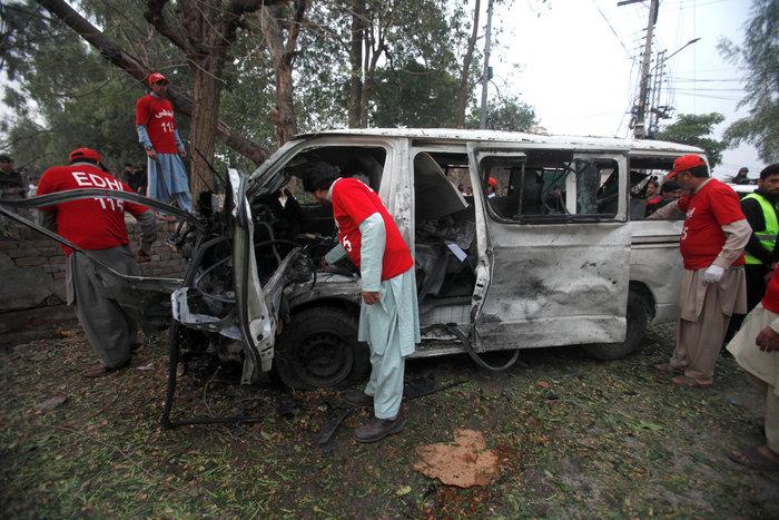 Πακιστάν: 72 νεκροί από επίθεση βομβιστή σε τέμενος των Σούφι