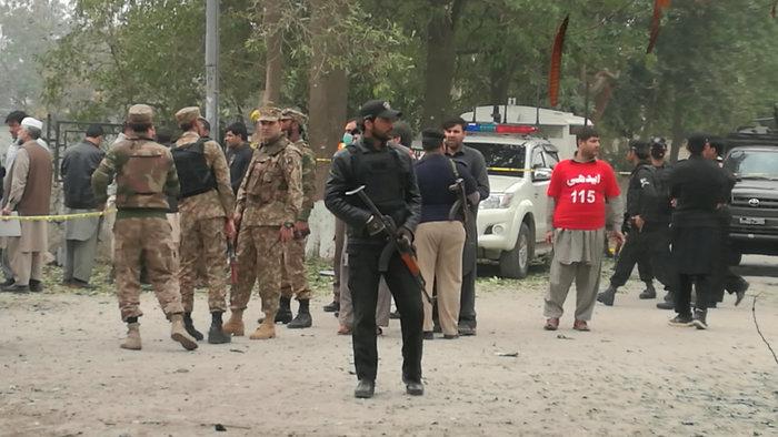Πακιστάν: 72 νεκροί από επίθεση βομβιστή σε τέμενος των Σούφι - εικόνα 4