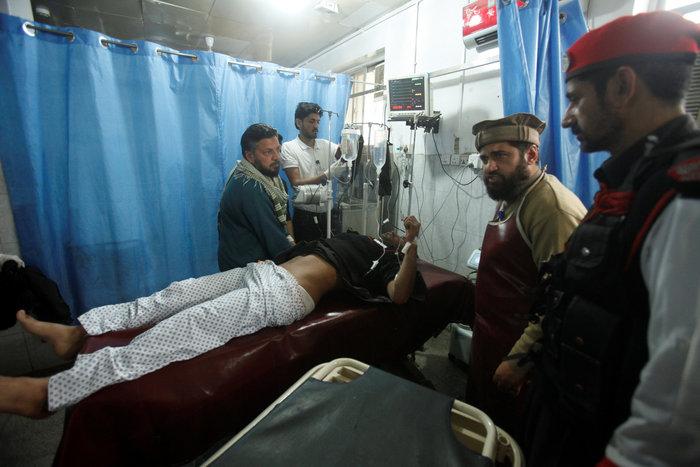 Πακιστάν: 72 νεκροί από επίθεση βομβιστή σε τέμενος των Σούφι - εικόνα 5