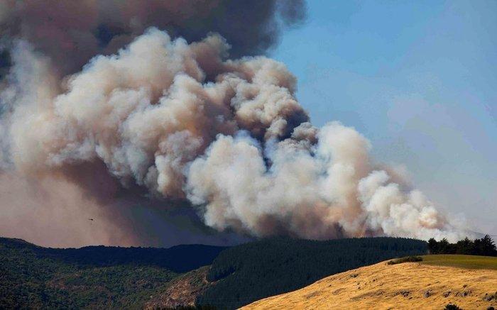 Κόλαση φωτιάς στη Νέα Ζηλανδία, εκκενώθηκαν οικισμοί
