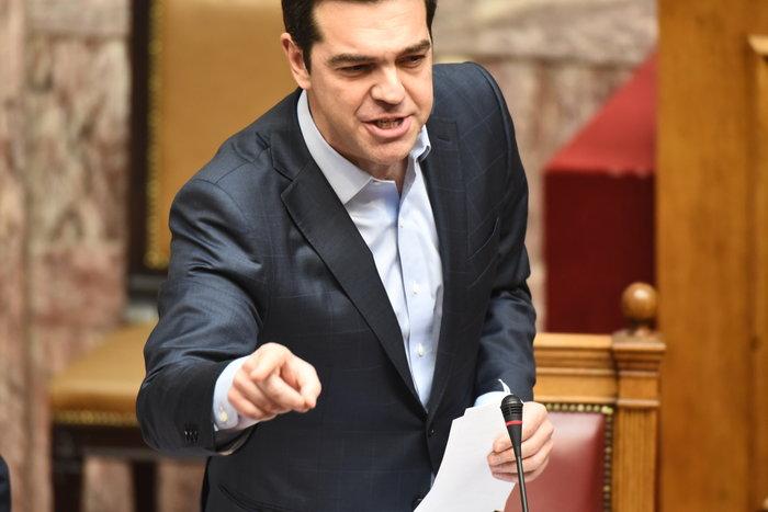 Ακραία σύγκρουση στη Βουλή για αξιολόγηση, εκλογές και «φανέλες» δανειστών
