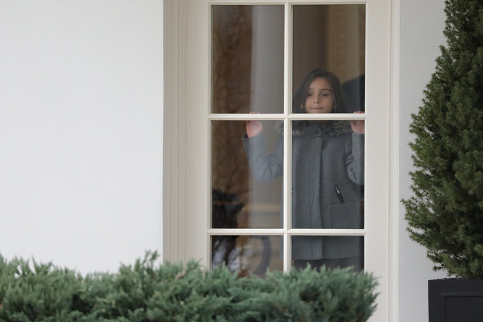 Ο Τραμπ έβγαλε βόλτα τα εγγόνια του στον κήπο του Λευκού Οίκου - εικόνα 5