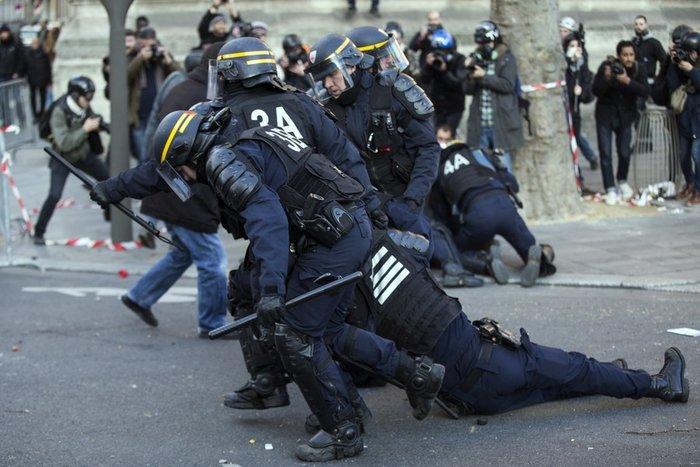Μεγάλες διαδηλώσεις κατά της αστυνομικής βίας στη Γαλλία - εικόνα 5