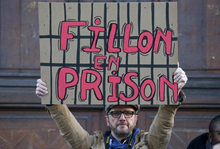 Πώς ο Φιγιόν προσκύνησε τον Σαρκοζί για να σώσει την προεκλογική εκστρατεία - εικόνα 2