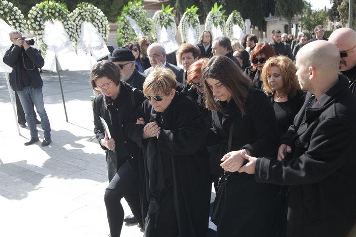 Το τελευταίο αντίο στον Δημήτρη Μυταρά - Δημοσία δαπάνη η κηδεία του
