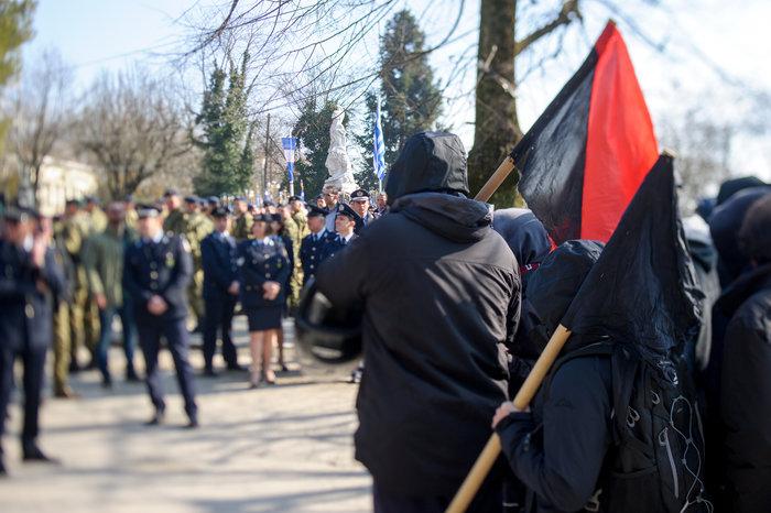 Επεισόδια στα Ιωάννινα μεταξύ αντιεξουσιαστών και αστυνομικών ((ΦΩΤΟ) - εικόνα 2