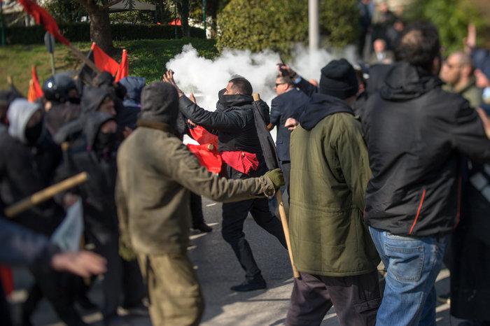 Επεισόδια στα Ιωάννινα μεταξύ αντιεξουσιαστών και αστυνομικών ((ΦΩΤΟ) - εικόνα 3