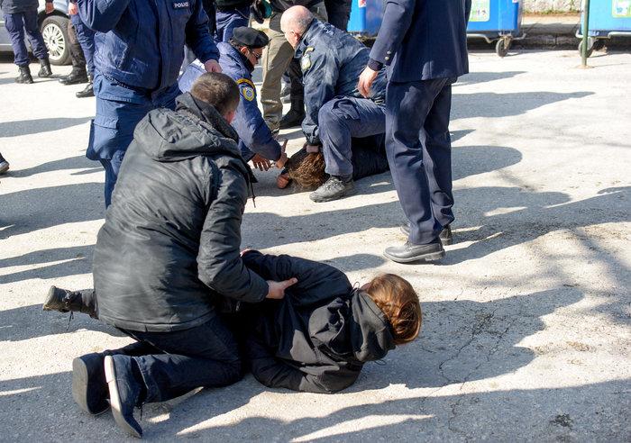 Επεισόδια στα Ιωάννινα μεταξύ αντιεξουσιαστών και αστυνομικών ((ΦΩΤΟ) - εικόνα 9