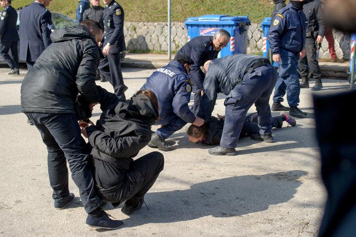 Επεισόδια στα Ιωάννινα μεταξύ αντιεξουσιαστών και αστυνομικών ((ΦΩΤΟ) - εικόνα 10