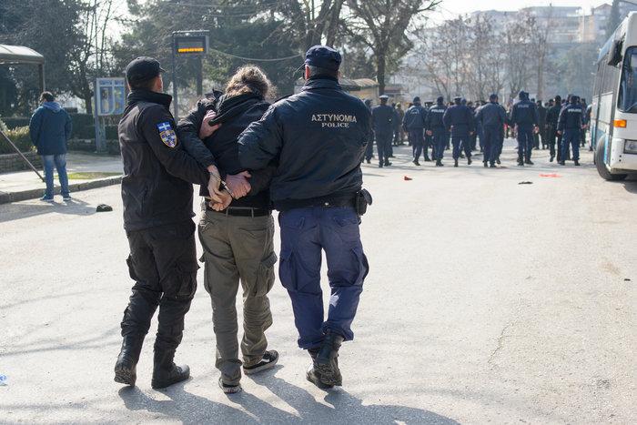 Επεισόδια στα Ιωάννινα μεταξύ αντιεξουσιαστών και αστυνομικών ((ΦΩΤΟ) - εικόνα 11