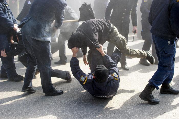 Επεισόδια στα Ιωάννινα μεταξύ αντιεξουσιαστών και αστυνομικών ((ΦΩΤΟ) - εικόνα 6