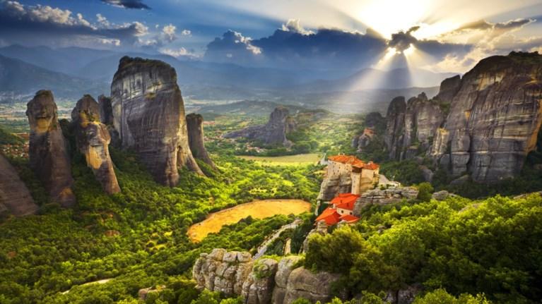 Τα θεαματικά μοναστήρια της Ελλάδας που αγγίζουν τον ουρανό