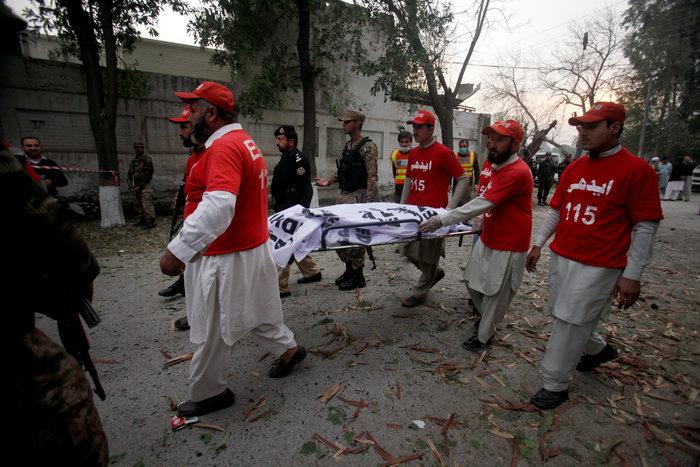 Διπλή έκρηξη στη Λαχόρη με νεκρούς - εικόνα 2