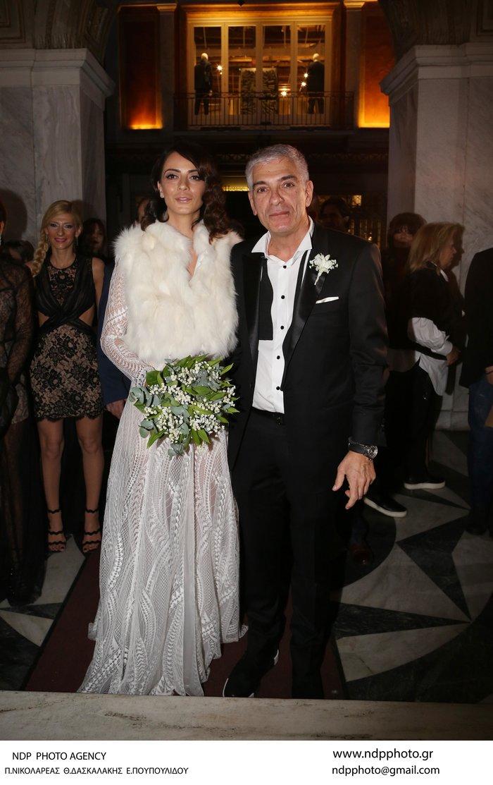 Παντρεύτηκε ο Γιάννης Τόγκος: Το νυφικό που σχεδίασε για τη δική του νύφη - εικόνα 2