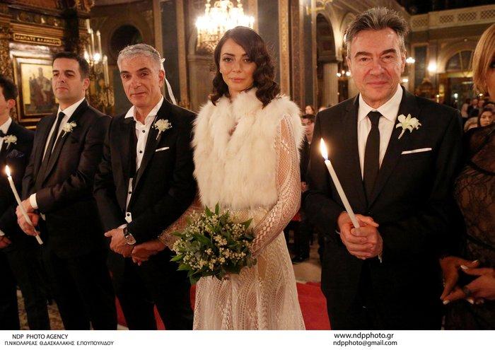Παντρεύτηκε ο Γιάννης Τόγκος: Το νυφικό που σχεδίασε για τη δική του νύφη - εικόνα 4