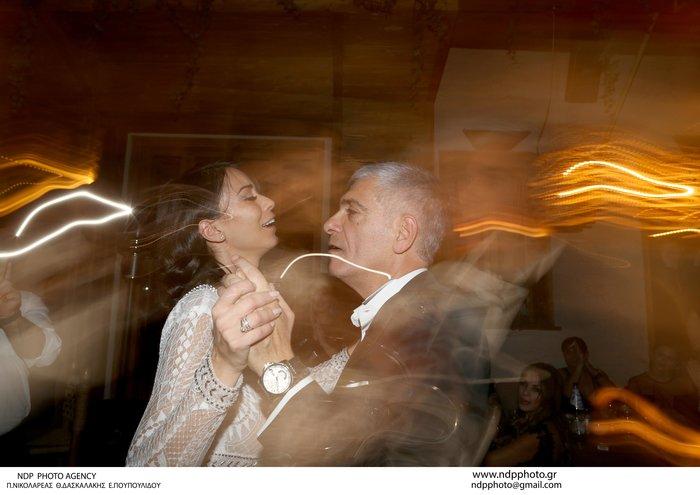 Παντρεύτηκε ο Γιάννης Τόγκος: Το νυφικό που σχεδίασε για τη δική του νύφη - εικόνα 9