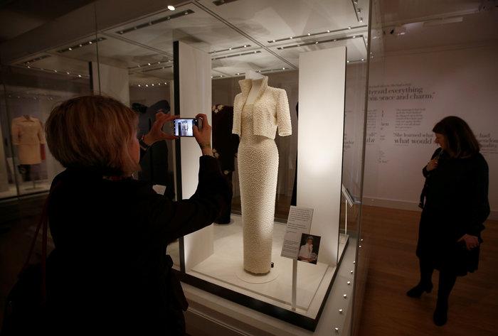 Έκθεση με τα πιο εντυπωσιακά φορέματα της πριγκίπισσας Νταϊάνα -φωτό-