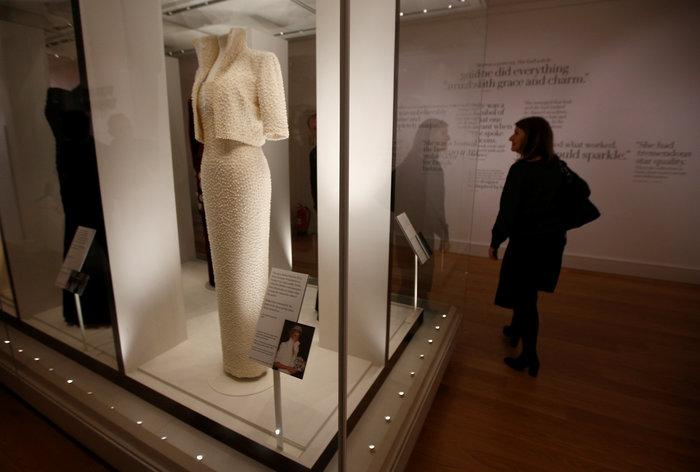 Έκθεση με τα πιο εντυπωσιακά φορέματα της πριγκίπισσας Νταϊάνα -φωτό- - εικόνα 5