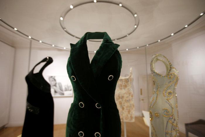 Έκθεση με τα πιο εντυπωσιακά φορέματα της πριγκίπισσας Νταϊάνα -φωτό- - εικόνα 6