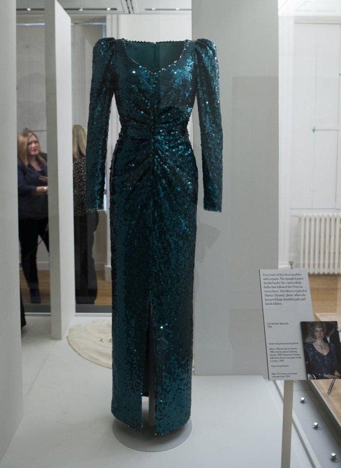 Έκθεση με τα πιο εντυπωσιακά φορέματα της πριγκίπισσας Νταϊάνα -φωτό- - εικόνα 2