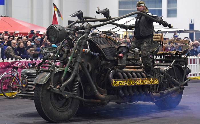 Tank bike: Μια διαφορετική μοτοσυκλέτα φτιαγμένη από... τεθωρακισμένα
