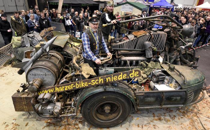 Tank bike: Μια διαφορετική μοτοσυκλέτα φτιαγμένη από... τεθωρακισμένα - εικόνα 3