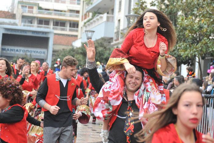 Ξεφάντωμα στη μεγάλη καρναβαλική παρέλαση της Πάτρας - Φωτογραφίες