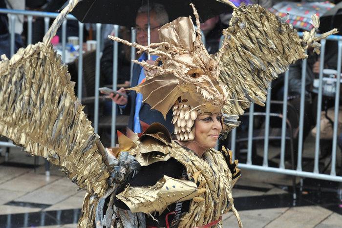 Ξεφάντωμα στη μεγάλη καρναβαλική παρέλαση της Πάτρας - Φωτογραφίες - εικόνα 2