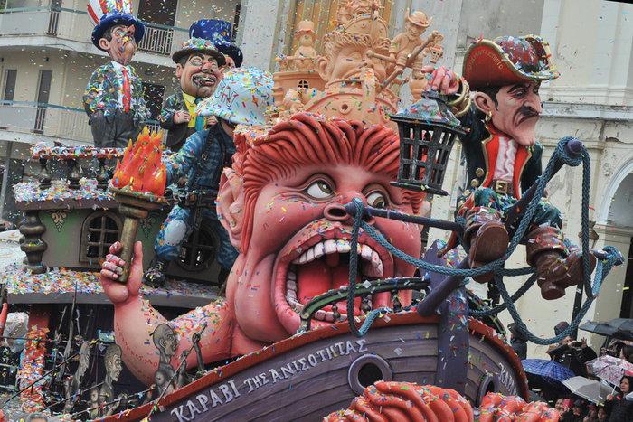Ξεφάντωμα στη μεγάλη καρναβαλική παρέλαση της Πάτρας - Φωτογραφίες - εικόνα 7