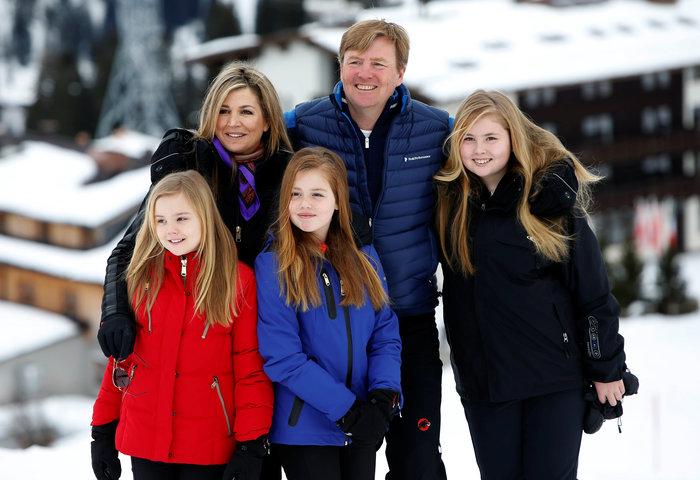 Το βασιλικό ζεύγος της Ολλανδίας & οι πριγκίπισσες στα χιόνια