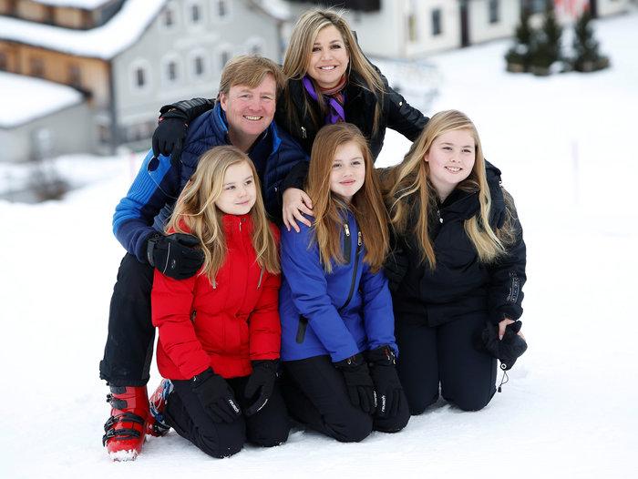 Το βασιλικό ζεύγος της Ολλανδίας & οι πριγκίπισσες στα χιόνια - εικόνα 2