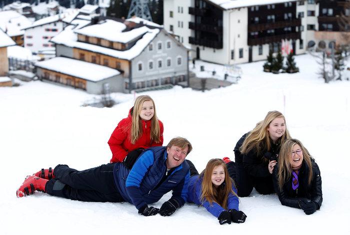 Το βασιλικό ζεύγος της Ολλανδίας & οι πριγκίπισσες στα χιόνια - εικόνα 4