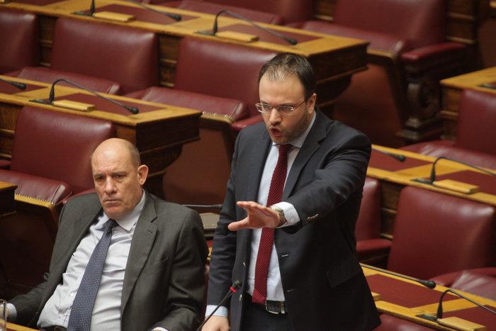 Άγρια κόντρα Καμμένου - Θεοχαρόπουλου στη Βουλή: «Κάτσε κάτω ρε» - εικόνα 3