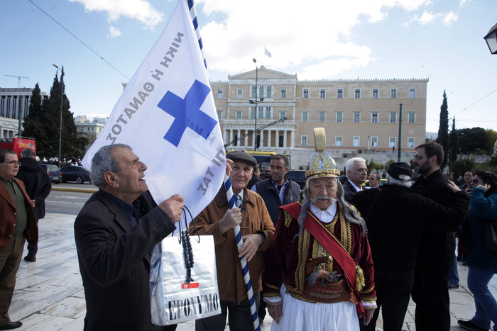 Σε κλοιό το κέντρο της Αθήνας, 5 συγκεντρώσεις-πορείες σε εξέλιξη - εικόνα 7