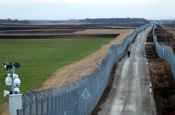 Ουγγαρία: Χτίζει νέο φράχτη κατά των μεταναστών με τεχνολογία ηλεκτροσόκ