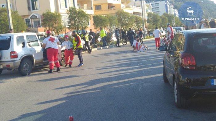 Σοβαρό τροχαίο με ποδηλάτες και μοτοσικλέτα της Αστυνομίας (ΦΩΤΟ) - εικόνα 4