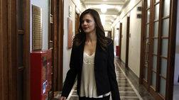 Έψαχνε την αίθουσα του υπουργικού η Αχτσιόγλου στη Βουλή