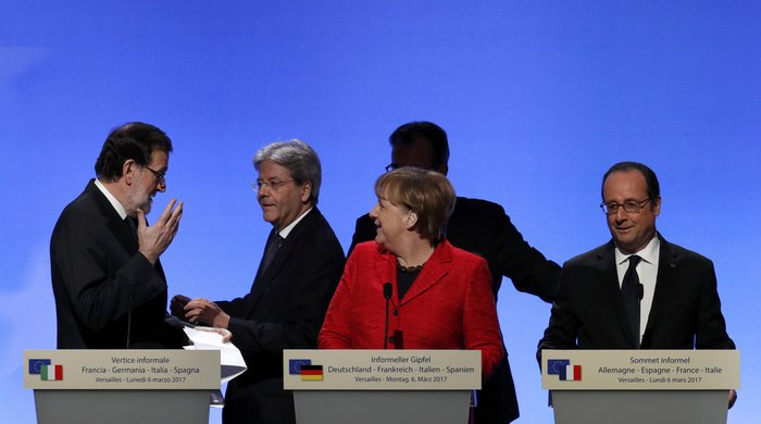 """Βερσαλίες: Υπέρ της Ευρωπαϊκής Ενωσης πολλών ταχυτήτων οι """"4 μεγάλοι"""""""
