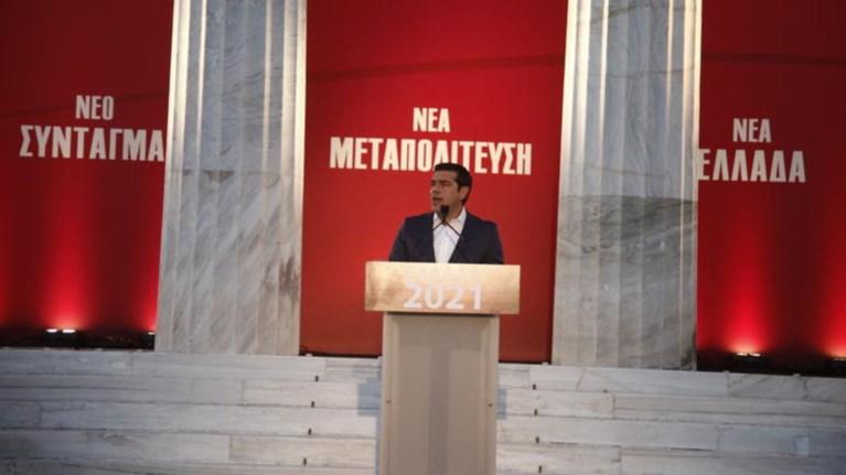 o-tsipras-parousiazei-tis-protaseis-tou-gia-ti-suntagmatiki-anathewrisi