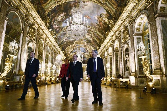 Οι ηγέτες Γερμανίας, Γαλλίας, Ιταλίας και Ισπανίας στο παλάτι των Βερσαλλιών.